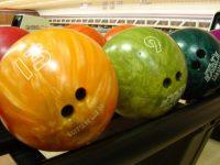 bowling-balls-658385_1920-600x400